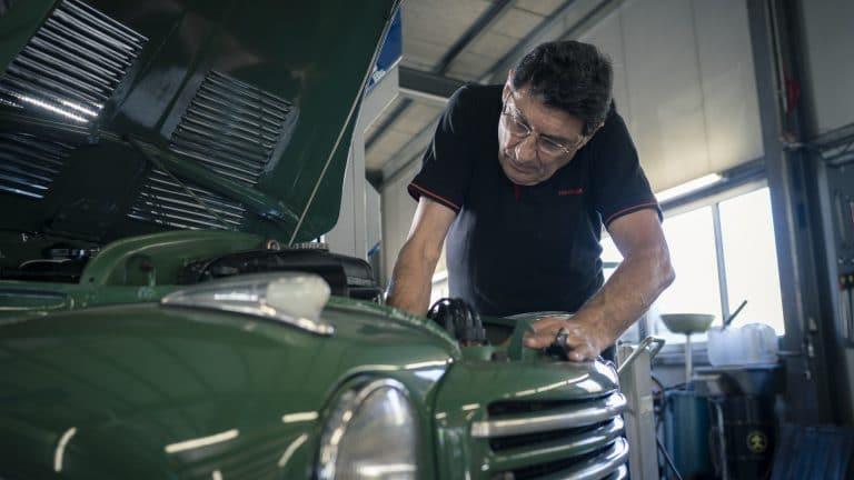 Oldtimer in besten Händen bei der am-sportcars Autogarage in Wilderswil bei Interlaken